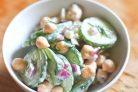 Салат с огурцом и нутом