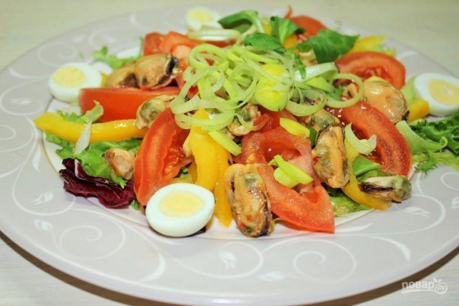 Салат с консервированными мидиями в масле рецепт с