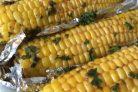 Кукуруза, запеченная со специями и зеленью