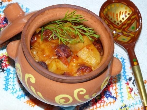 Рецепт Колбаски в горшочках