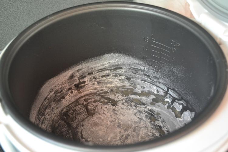 Пирог с черникой в мультиварке - фото шаг 1