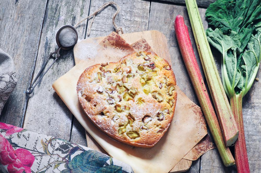 Домашний пирог с ревенем в виде сердца