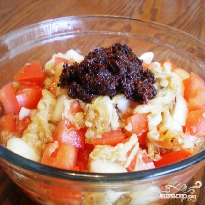 Салат с баклажанами, помидорами и луком - фото шаг 5
