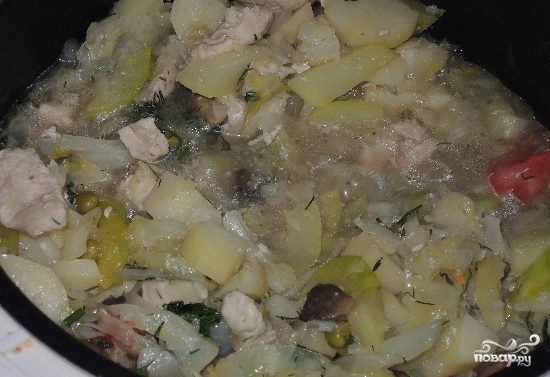 Диетическое рагу с курицей и овощами в мультиварке