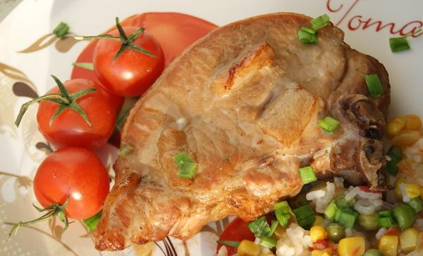 Свинина на косточке в духовке - фото шаг 3