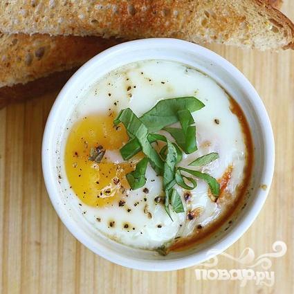Запеченные яйца в томатном соусе - фото шаг 7