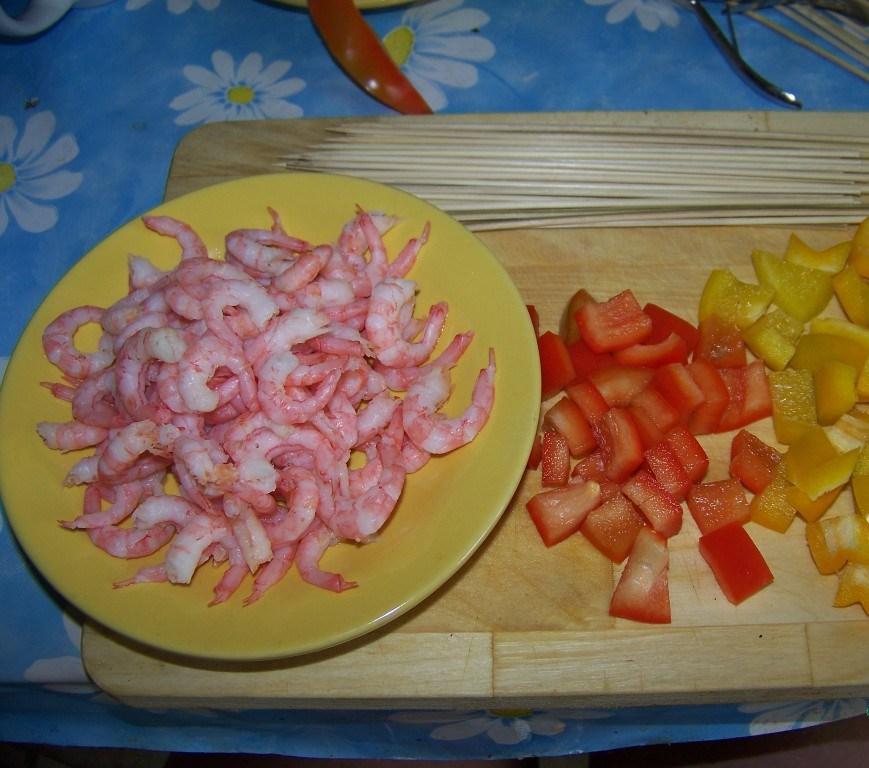Рецепт Канапе из креветок на шпажках