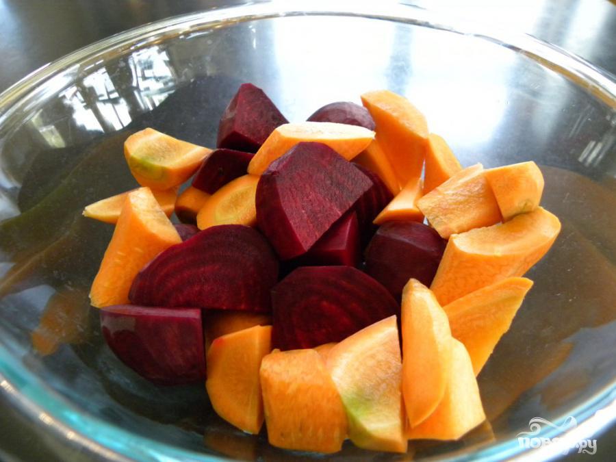 Витаминный напиток из свеклы, моркови и черники - фото шаг 2