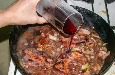 Телятина в красном вине - фото шаг 2