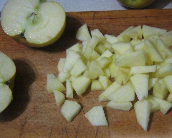 Шарлотка из батона с яблоками - фото шаг 3