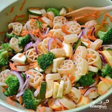 Овощной салат с макаронами - фото шаг 10