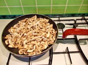 Суп грибной с мясом - фото шаг 4