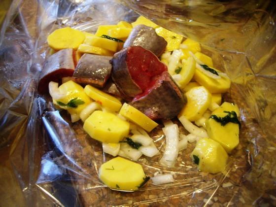 Рыба с картофелем запеченные в рукаве - фото шаг 3