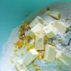 Рецепт Булочки с малиной и лимонной глазурью