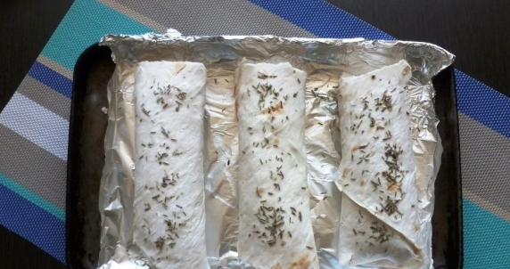 Сосиски в лаваше в духовке - фото шаг 2