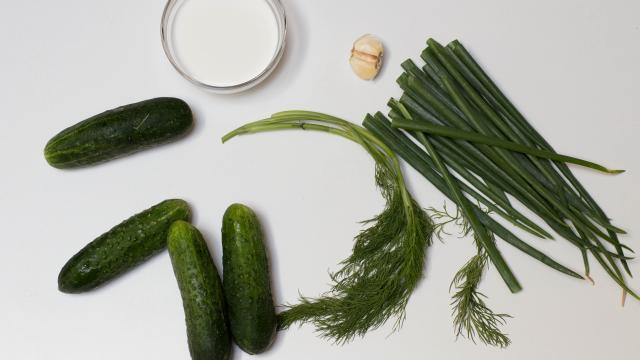 Рецепт Салат из огурцов и зелени