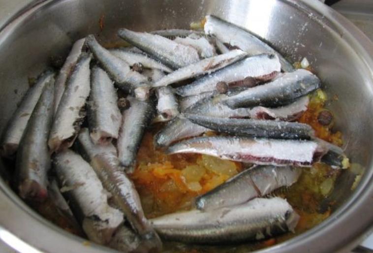 Консервы из рыбы - фото шаг 2