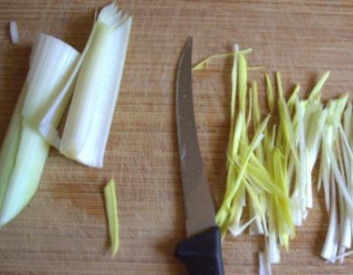 Салат с сыром и горошком - фото шаг 4