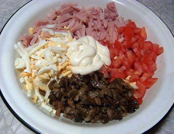 Салат с грибами и ветчиной - фото шаг 6