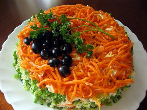 Салат с корейской морковкой и колбасой - фото шаг 3