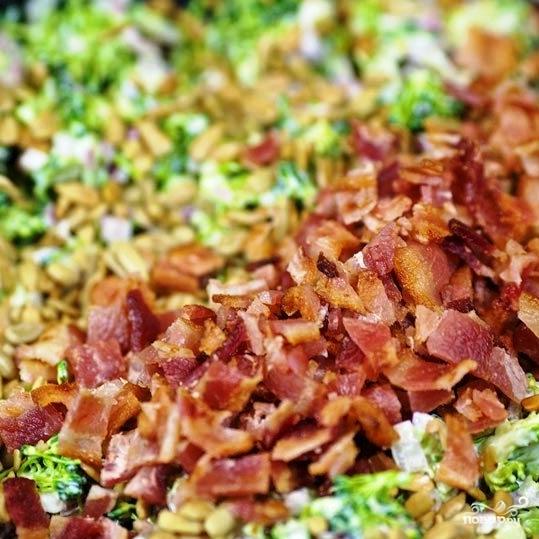Салат из брокколи с изюмом и семечками - фото шаг 13