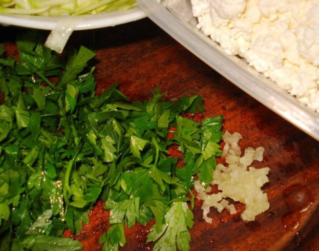 Яичница с кабачками - фото шаг 2