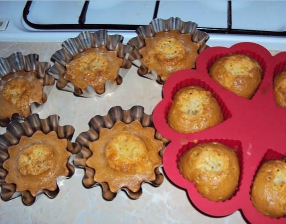 Бисквитные кексики в формочках - фото шаг 4