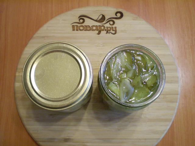 Огуречный салат с луком на зиму - фото шаг 7