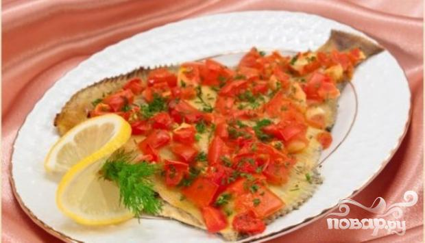 Рецепт Камбала с помидорами, луком и маслинами