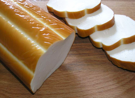 Рецепт Салат с копченым колбасным сыром