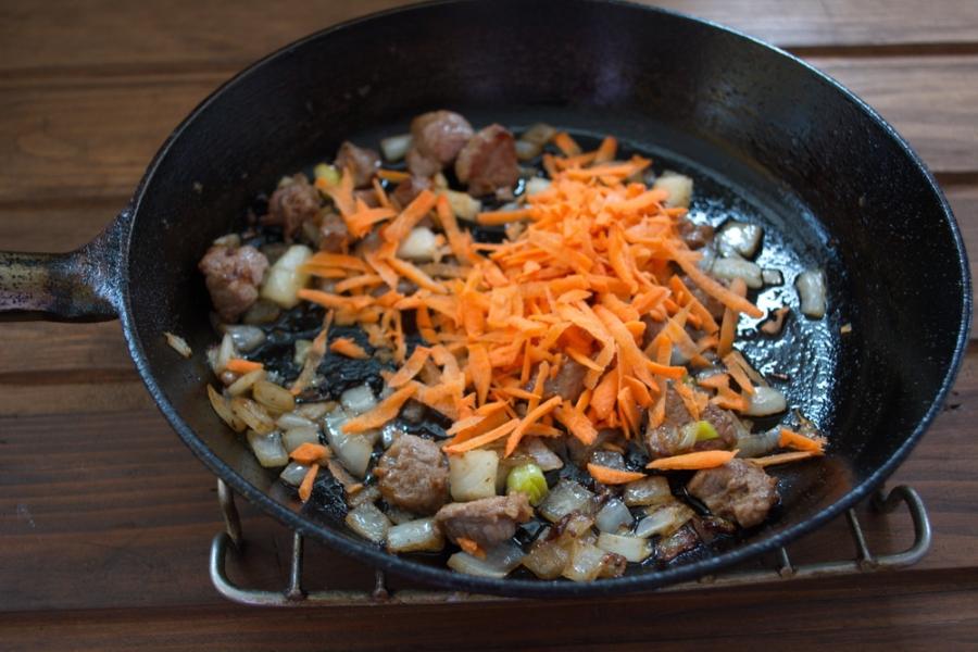 Рагу в горшочках с мясом - фото шаг 2