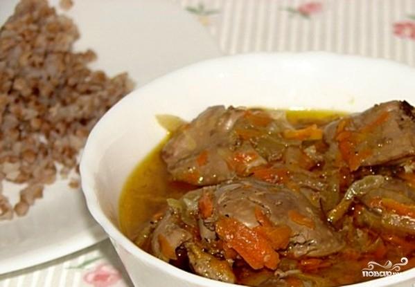 Куриная печень с луком и морковью