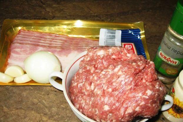 Рецепт Большая сосиска в беконе