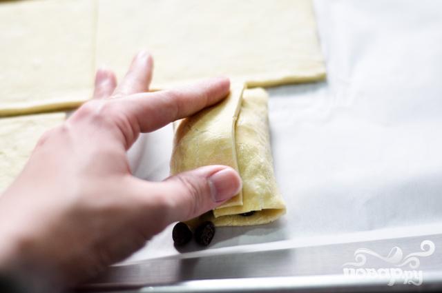 Круассаны с шоколадом из слоеного теста - фото шаг 5