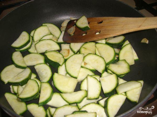 Цветная капуста в сливочном соусе с овощами - фото шаг 3