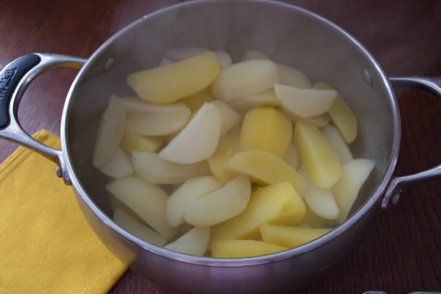Картофель в духовке с белыми грибами и беконом - фото шаг 7