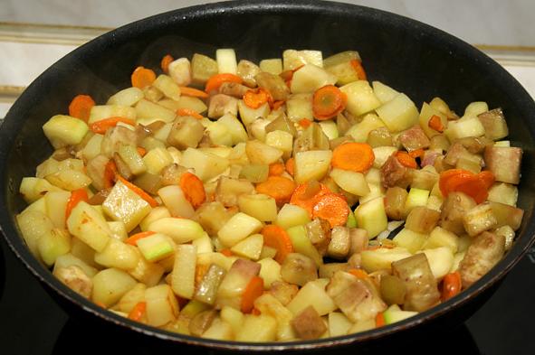 Курица с овощами в горшочке - фото шаг 8