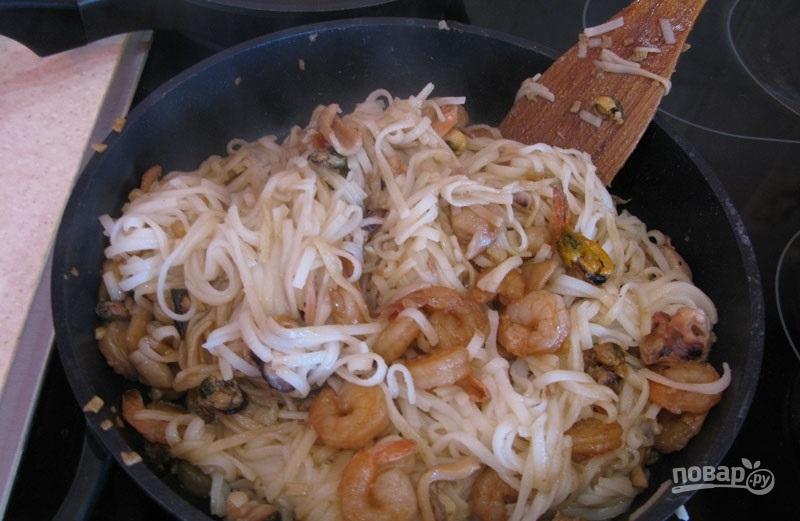 Китайская лапша с морепродуктами - фото шаг 8