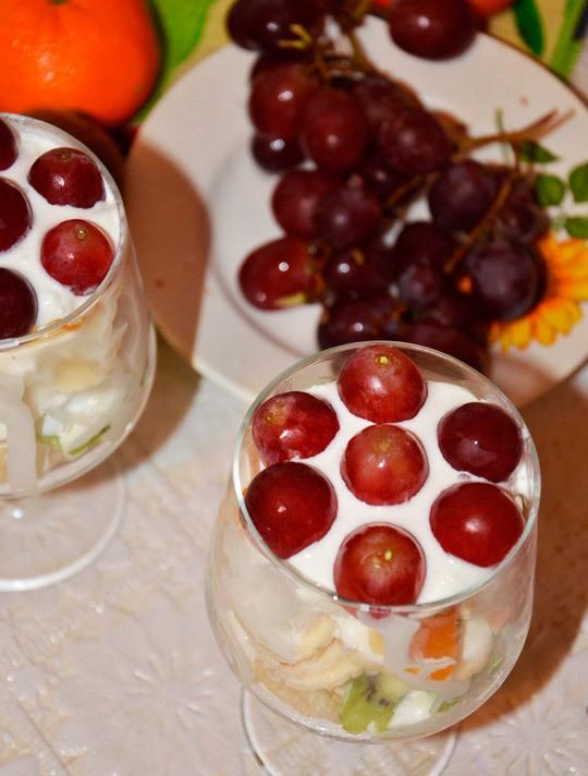 Десерт со взбитыми сливками и фруктами - фото шаг 8