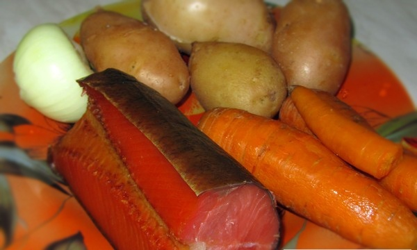 Рецепт Салат с копченой красной рыбой