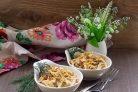 Салат с кальмарами, грибами и орехами