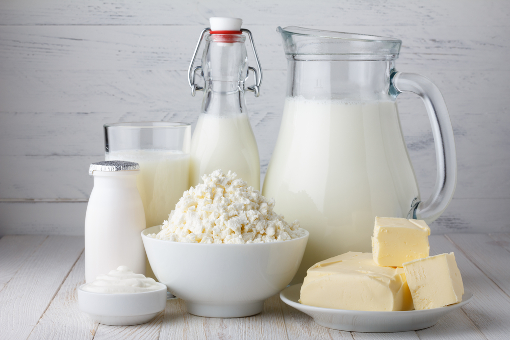 Молочные продукты: молоко, кефир, йогурт, сливочное масло, творог, сметана, простокваша