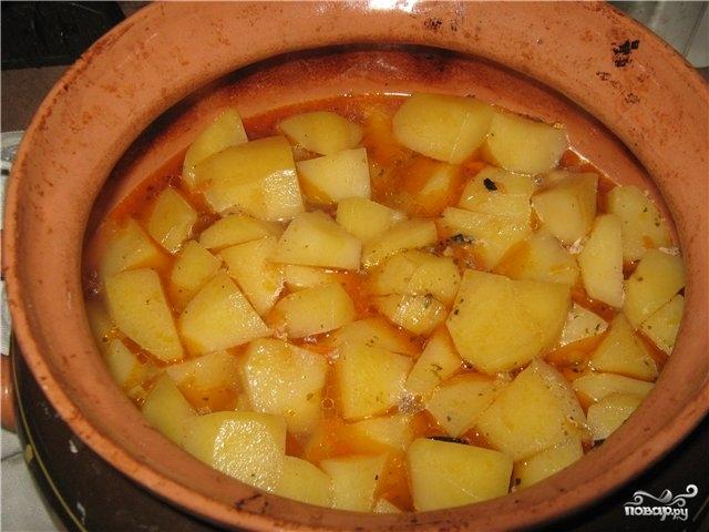Свинина в горшочке с картофелем - фото шаг 6