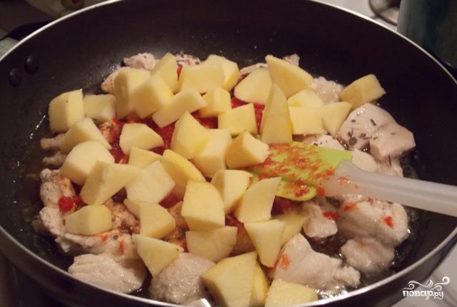 Грудка с яблоками - фото шаг 2