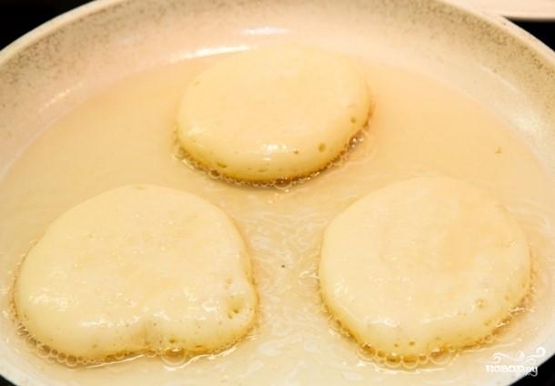 Пышные оладьи на кислом молоке без дрожжей - фото шаг 7