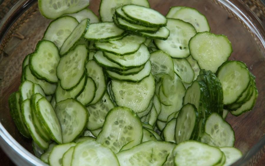Рецепт Салат из огурцов с чесноком