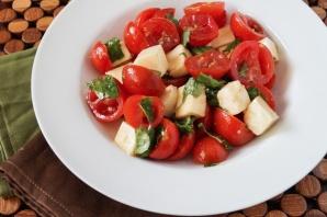 Салат с томатами черри