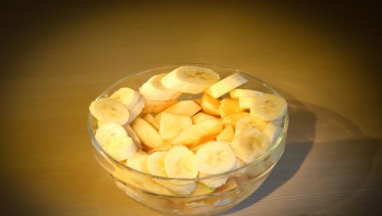 Пюре из бананов и яблок - фото шаг 1