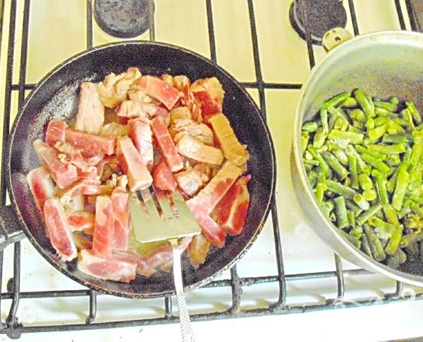 Свинина с карри и стручковой фасолью - фото шаг 2