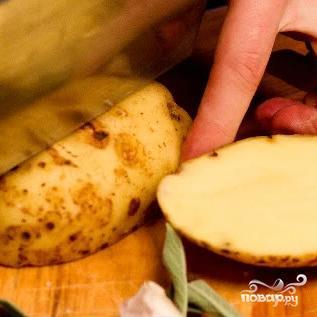 Картофель, запеченный с розмарином и пармезаном - фото шаг 2